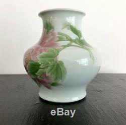 A Fine Japanese Porcelain Vase by Makuzu Kozan Meiji Period
