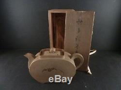 A Very Fine Antique Japanese Bankoware Clay Teapot w. Original Wood Box Meiji