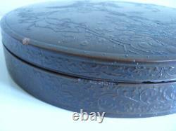 A fine Japanese lacquer circular box, Meiji period, Siegfried Bing label