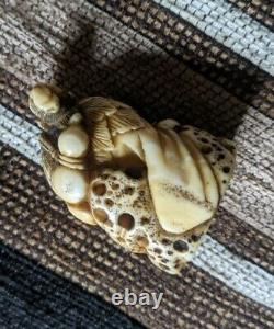 Edo Period fine okimono net suke sennin on rock superb detail hidden himotoshi