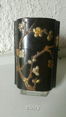 Japanese large inro. Fine laquer, blossom and bamboo, splendid design